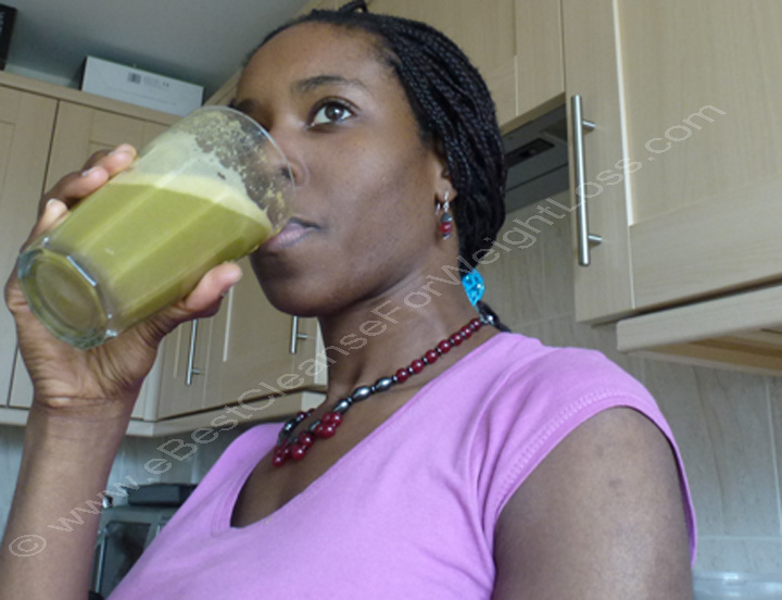 ella-drinking-vegetable-juice-ebest-cleanse-for-weight-loss